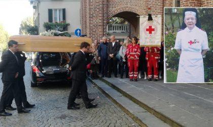 L'ultimo commosso saluto alla crocerossina Cristiana Marietti