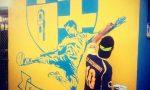 Corrado Bianchetti disegna un murales al campo di Castellamonte | VIDEO