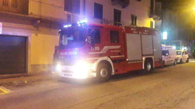 Fuga di gas in centro a Cuorgnè intervento dei vigili del fuoco in corso