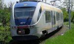 Tenta il suicidio sotto il treno, il macchinista la salva
