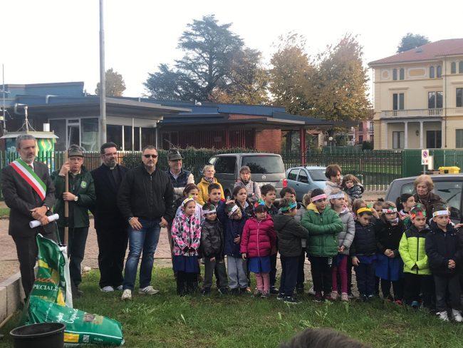Si è svolta questa mattina, martedì 13 novembre, a Balangero la Festa degli alberi con le classi della primaria.