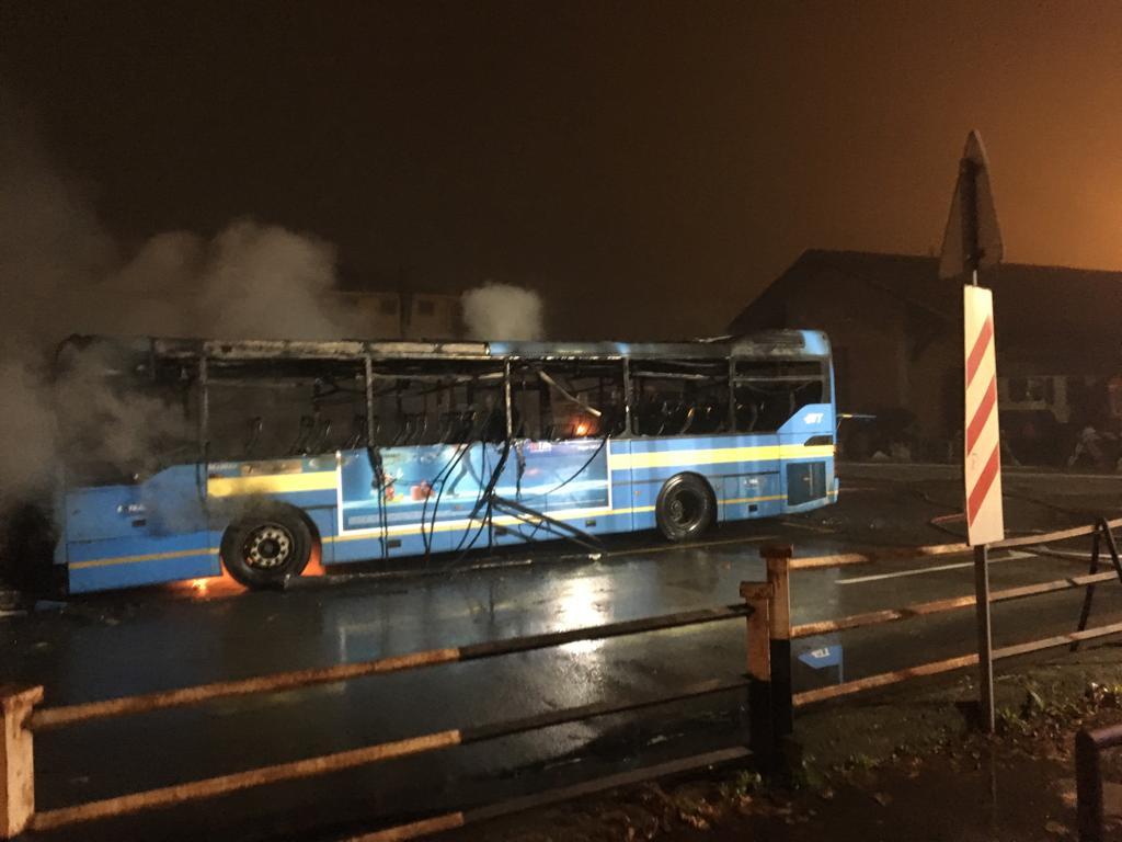 Incendio autobus a Ciriè, il video del piromane che appicca il fuoco