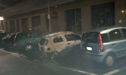 Ancora tre auto in fiamme a Ciriè