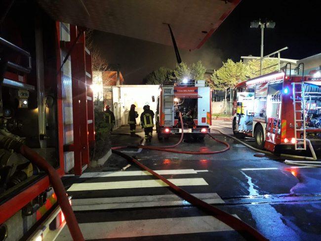 Incendio alla Reinol di Borgaro, difficili le operazioni di spegnimento