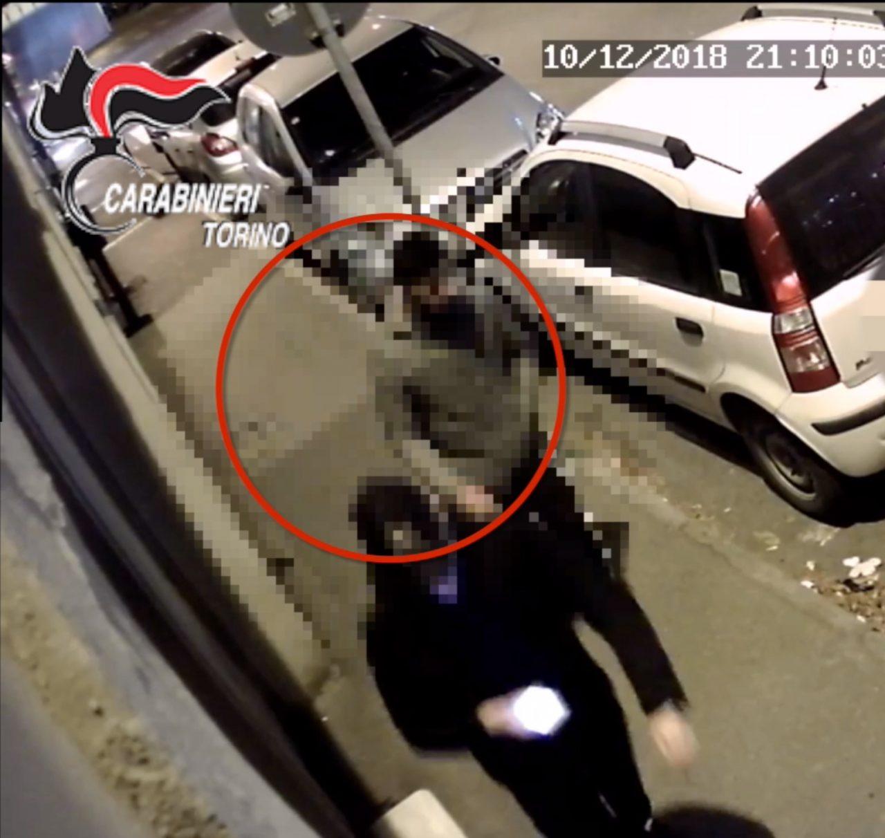 Lite in strada 29enne accoltellato, aggressore arrestato   VIDEO