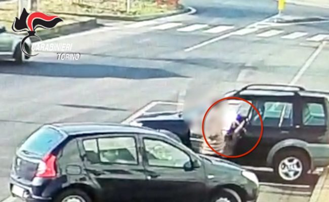 Ladri seriali arrestati, erano specializzati in furti nei parcheggi