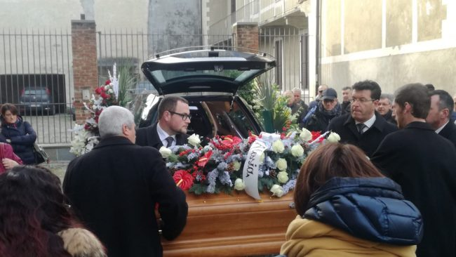 Addio Andrea, folla commossa al funerale del 19enne rivarolese