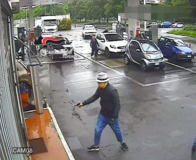 Gambizzarono benzinaio in corso Taranto, tre arresti