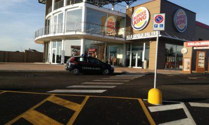 Burger King banditi sfondano il muro per rubare la cassaforte