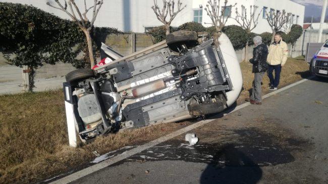 Auto si ribalta a Valperga, un uomo ferito | FOTO e VIDEO