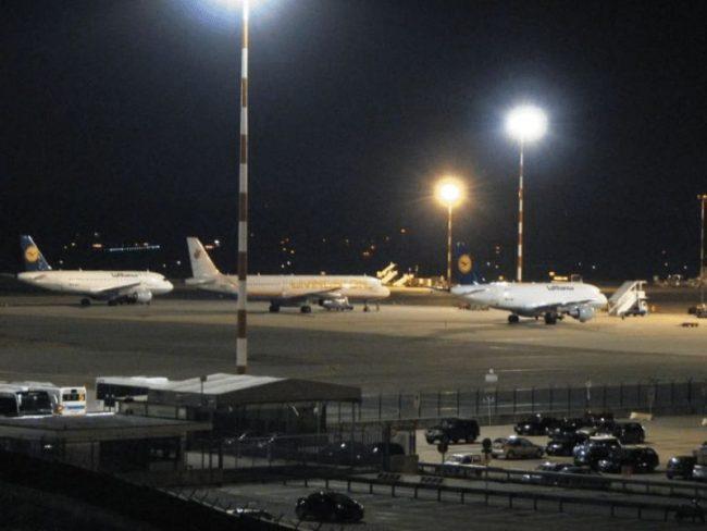 Migrante in fuga sulla pista di Malpensa, aeroporto nel caos