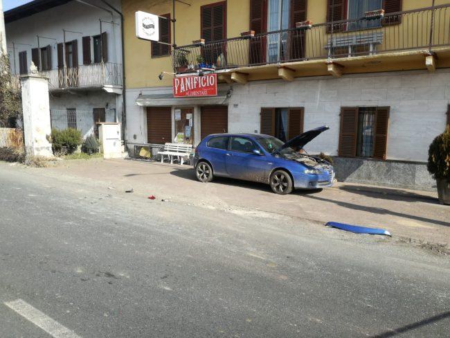 Scontro fra auto e furgone, ferita una donna incinta | FOTO