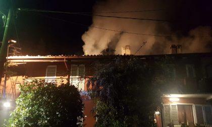A fuoco il tetto di una casa a Valperga: in salvo i residenti