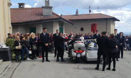 Centinaia di persone a Pratiglione per l'addio a Manuel
