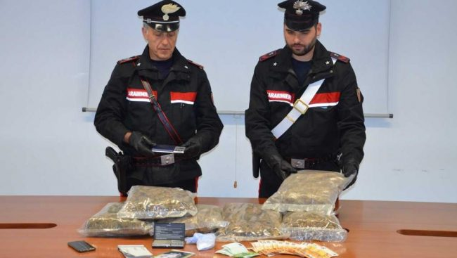 Arrestato con oltre 3 chili di droga