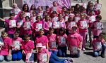 Gli alunni della scuola di Priacco salutano il Giro d'Italia