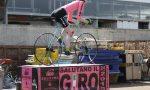 Una bici mastodontica saluta il Giro d'Italia che passa in Canavese