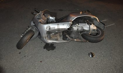 Vespa contro auto, morto motociclista