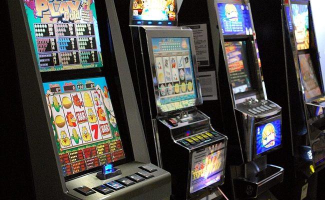 Controlli a bar e sale giochi dotati di slot machine, 7mila euro di multe