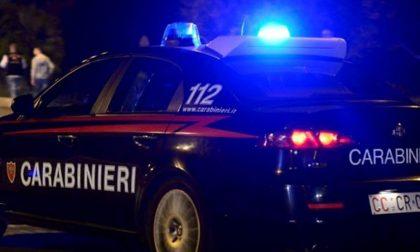 Ragazzi ubriachi molestano una ragazza sul treno e aggrediscono i carabinieri
