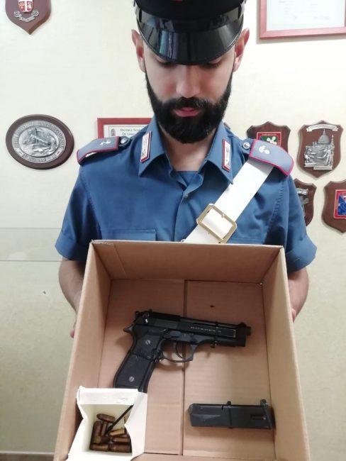 Armato di pistola si presenta all'appuntamento con la ex, arrestato