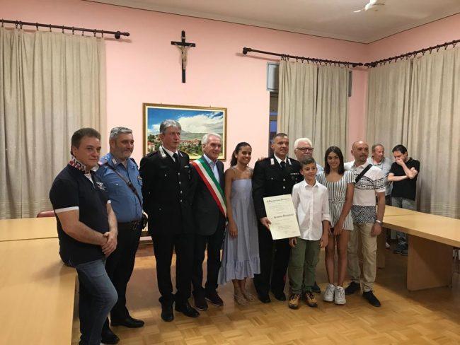 Consegnato l'attestato di cavaliere al Merito della Repubblica Italiana all'Appuntato Scelto dell'arma dei Carabinieri Alessandro Manganiello.