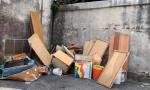 Abbandonano rifiuti a Favria, la Polizia locale li ha beccati