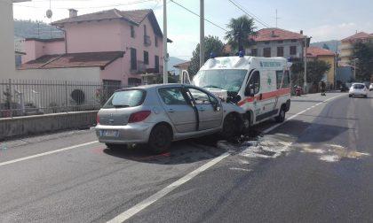 Auto contro ambulanza: incidente a Lanzo in via Torino