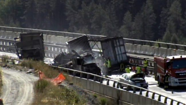 Inferno sulla Torino Frejus, incidente fra tre Tir: morto camionista, altro salvato da un eroe