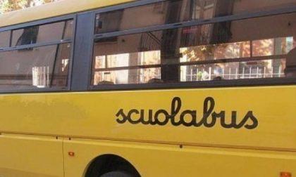 Bimba di 6 anni si addormenta sullo scuolabus e si risveglia sola e spaventata al deposito
