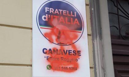 Imbrattata la targa della sede di Fratelli d'Italia