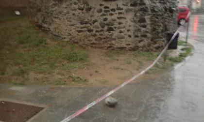 Ciriè: una grossa pietra cade dall'antica Torre, transennata la piazza