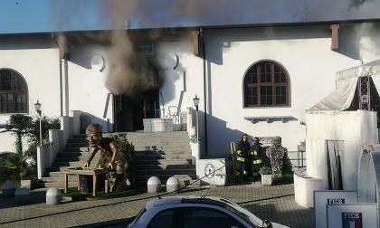 A fuoco la sede della Federazione calcio balilla a Feletto   FOTO