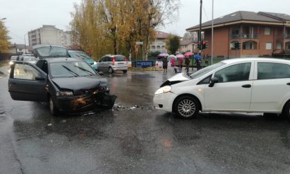 Incidente a Favria al solito incrocio, traffico in tilt | FOTO