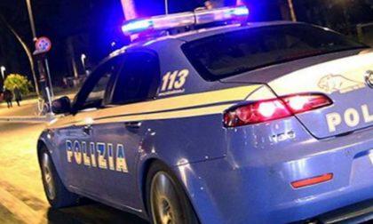 Vendevano stupefacenti vicino al centro commerciale: due pusher arrestati