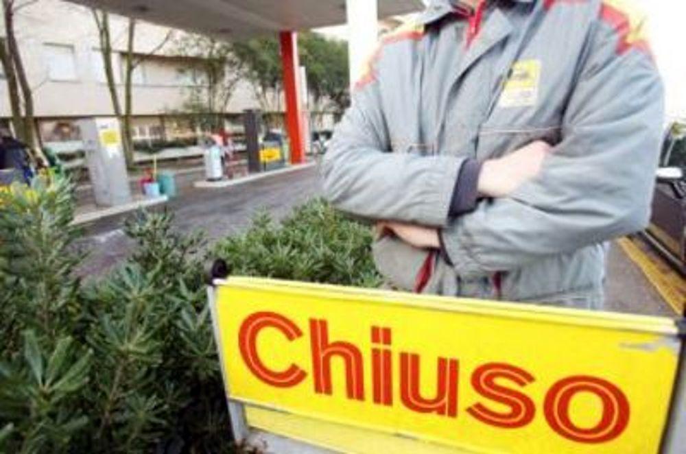 Sciopero benzinai 6 e 7 novembre contro l'illegalità sui carburanti