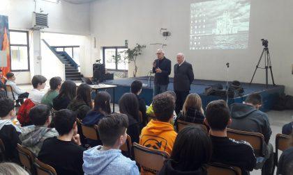 Castellamonte: gli studenti della Media a lezione con Beppe Tenti di Overland