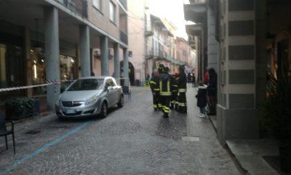 Paura a Ciriè: cadono calcinacci in pieno centro storico