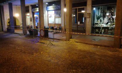 Caduta calcinacci: via Vittorio transennata