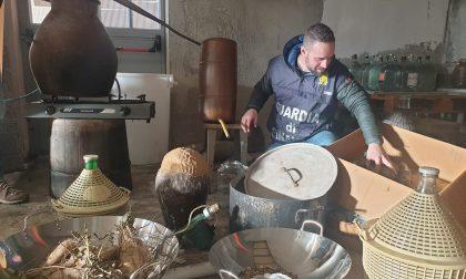 Laboratorio clandestino di grappa a Montalenghe, blitz della Finanza   FOTO