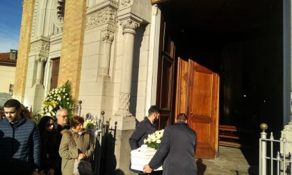 Stamattina a Leini i funerali della piccola Laura, morta a due anni e mezzo per un malore al nido