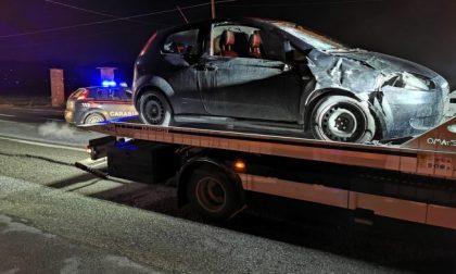 Giovane muore investito mentre cammina a bordo strada