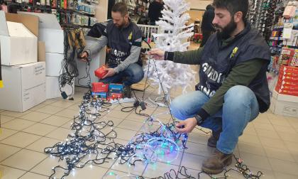 80mila luci e decorazioni natalizie sequestrate dalla Finanza