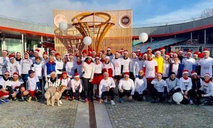 Terzo «Raduno dei Principi del Canavese», runners in maglietta bianca e berretto rosso