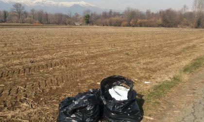 Ancora sacchi di rifiuti nella ciclabile