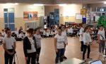 Spettacolo di Natale per i ragazzi delle medie e della quinta della primaria a Forno | FOTO