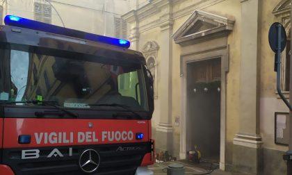 A fuoco il presepe nella chiesa di San Maurizio a Ivrea | FOTO