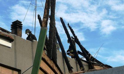 A fuoco il tetto di una casa a Forno Canavese, danni ingenti | FOTO