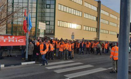 Sciopero lavoratori Schneider Eletric a Venaria, a rischio i posti di lavoro   FOTO