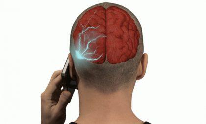 """""""Il cellulare può provocare tumori al cervello"""", confermata la sentenza del Tribunale di Ivrea"""
